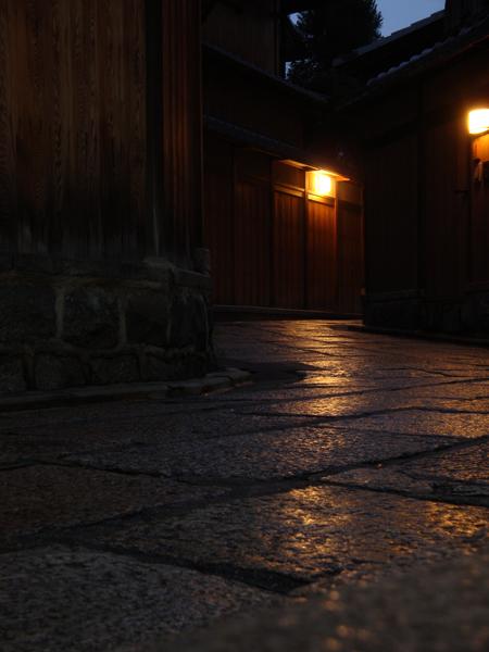 石畳と町家.jpg